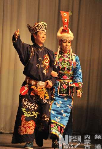 赤峰蒙古族服饰