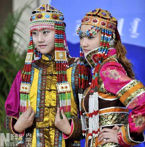 内蒙古察哈尔民族服装