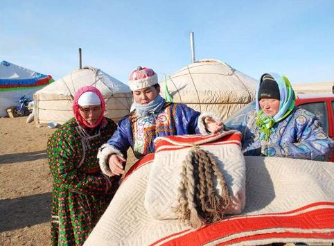 蒙古妇女(纳日松)