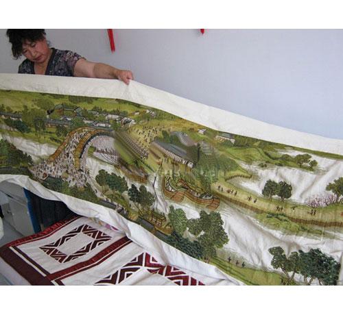 赤峰退休女工一年时间绣出22米《清明上河图》
