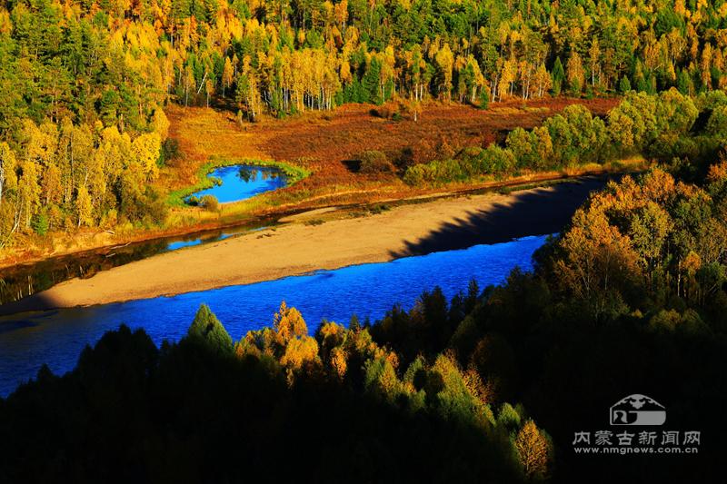 脚印湖之秋(米平华摄影)